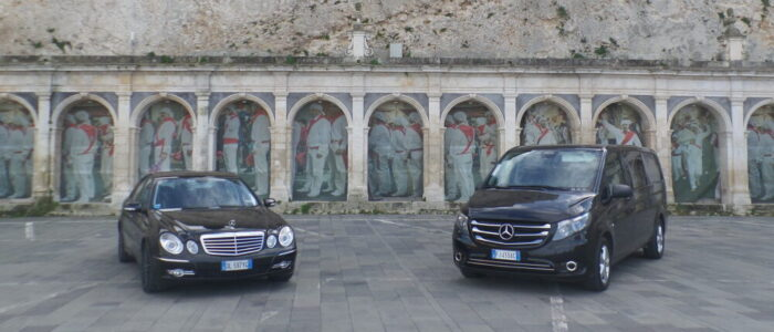 Pulmino e berlina Mercedes